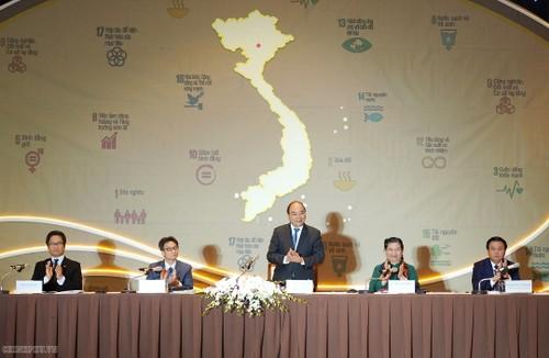 นายกรัฐมนตรีเหงวียนซวนฟุกเข้าร่วมการประชุมทั่วประเทศเกี่ยวกับการพัฒนาอย่างยั่งยืน - ảnh 1