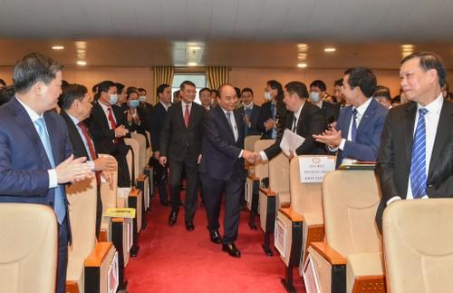 Premier vietnamita asiste a una conferencia de implementación de las tareas del sector bancario en 2021 - ảnh 1