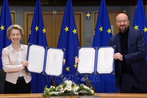 La UE y el Reino Unido firman su acuerdo comercial tras el Brexit - ảnh 1