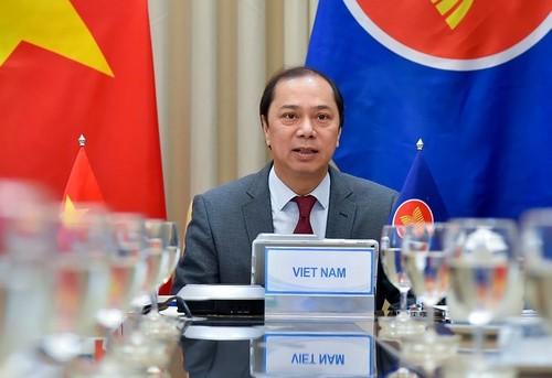 Vietnam participa en la reunión virtual de altos funcionarios de la Asean - ảnh 1