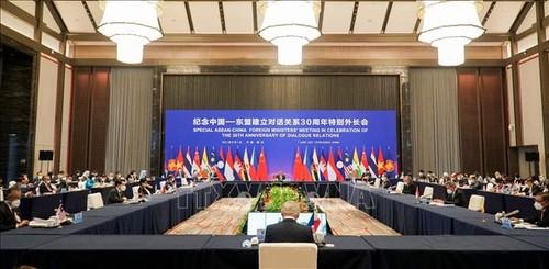 Vicecanciller vietnamita destaca los resultados de las reuniones especiales de cancilleres de la Asean y China - ảnh 1