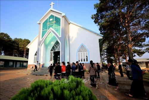 Visitar la iglesia evangélica de Plei Mo Nu - ảnh 1