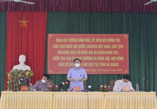 Législatives 2021: Vuong Dinh Huê examine les préparatifs dans la province de Hà Giang - ảnh 1