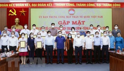 Vuong Dinh Huê plaide pour des soutiens matériels en faveur des participants à la lutte anti-Covid-19 - ảnh 1