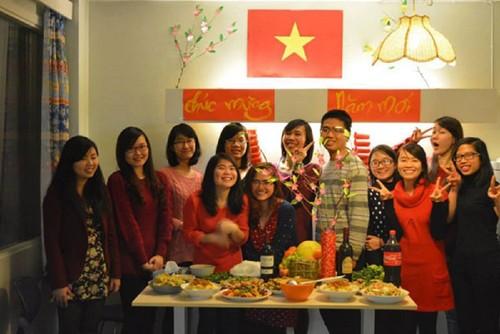 Тэт у вьетнамских соотечественников в зарубежных странах - ảnh 1