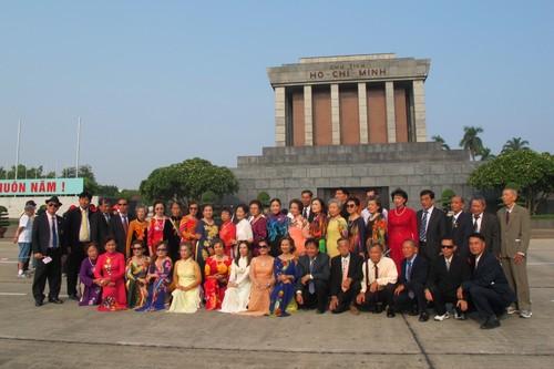 Đoàn cựu giáo viên kiều bào tại Thái Lan về thăm quê hương - ảnh 1
