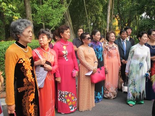 Đoàn cựu giáo viên kiều bào tại Thái Lan về thăm quê hương - ảnh 3