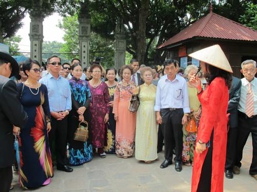 Đoàn cựu giáo viên kiều bào tại Thái Lan về thăm quê hương - ảnh 4