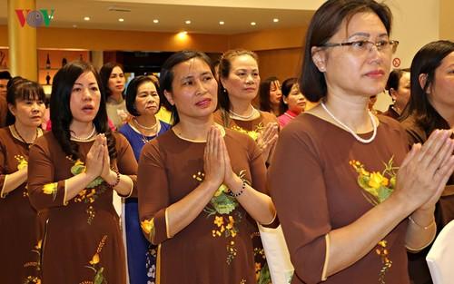 Bà con người Việt dự Đại lễ Phật đản 2019 long trọng tại Séc - ảnh 2