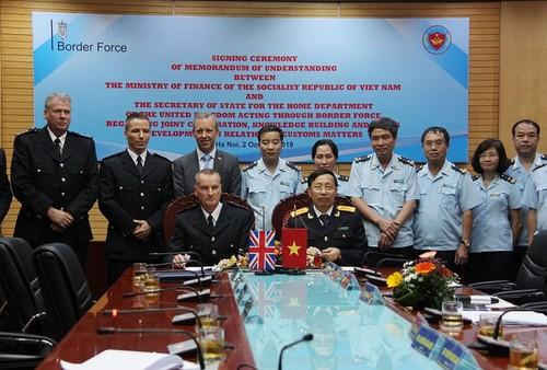 Hải quan Việt Nam ký Biên bản ghi nhớ về hợp tác với Cơ quan bảo vệ Biên giới Vương quốc Anh - ảnh 1