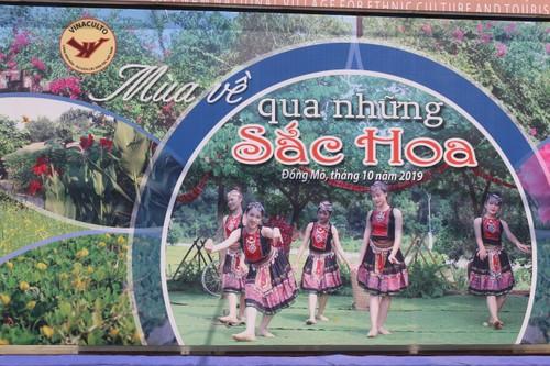 Sắc hoa tháng 10 nở rộ tại không gian văn hóa các dân tộc Việt Nam - ảnh 1