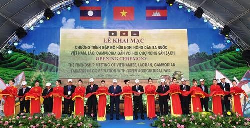 Gặp gỡ hữu nghị nông dân Việt Nam - Lào - Campuchia gắn với nông sản sạch - ảnh 1