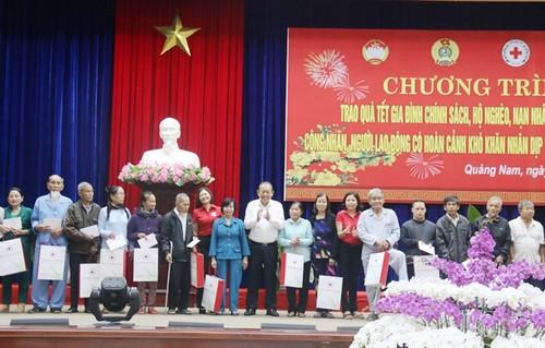 Lãnh đạo Đảng, Nhà nước, Chính phủ thăm, tặng quà Tết tại các địa phương - ảnh 1