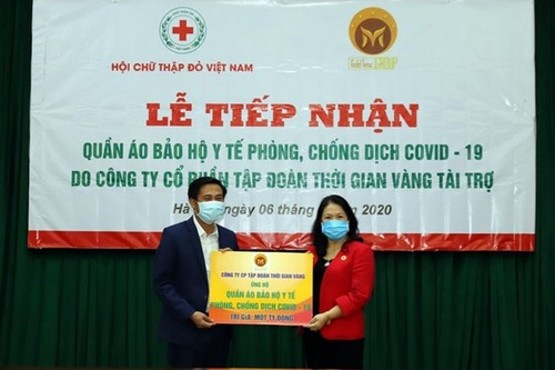 Hỗ trợ quần áo bảo hộ y tế cho lực lượng tham gia công tác phòng, chống dịch tuyến đầu - ảnh 1