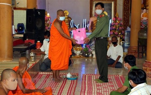 Tuyên truyền phòng, chống dịch COVID-19 đến đồng bào dân tộc Khmer trong dịp Tết Chôl Chnăm Thmây - ảnh 1