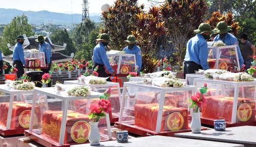 Lễ viếng, truy điệu và an táng hài cốt liệt sỹ hy sinh tại Lào và Campuchia - ảnh 1