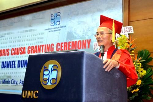 Bác sĩ Daniel Trương được phong hàm Giáo sư Danh dự  - ảnh 2
