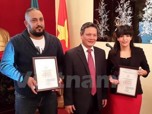 Trao giải thưởng thông tin đối ngoại cho nhà báo Algeria  - ảnh 1