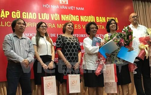 Các nhà văn Việt Nam gặp gỡ, giao lưu với những người bạn Cuba - ảnh 1