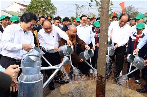 Thủ tướng Nguyễn Xuân Phúc: Mỗi gia đình hãy trồng một cây xanh - ảnh 2