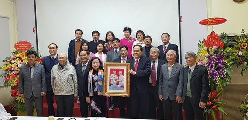 Chủ tịch Ủy ban Trung ương MTTQ Việt Nam chúc mừng cán bộ ngành Y tế - ảnh 1