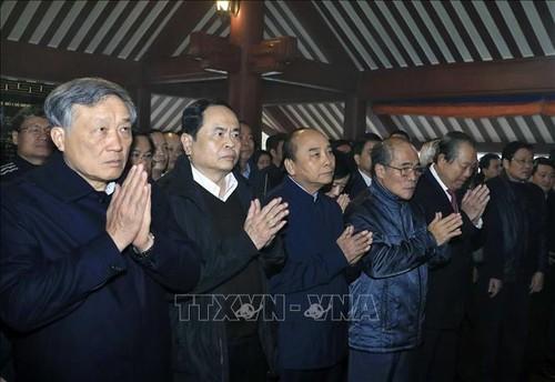Thủ tướng Nguyễn Xuân Phúc dâng hương tưởng niệm Chủ tịch Hồ Chí Minh - ảnh 1