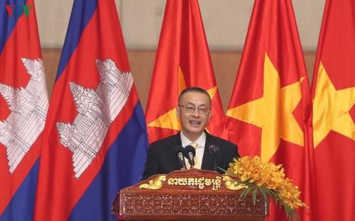 Thủ tướng Campuchia đón Tết Nguyên đán cùng cộng đồng người Việt - ảnh 2