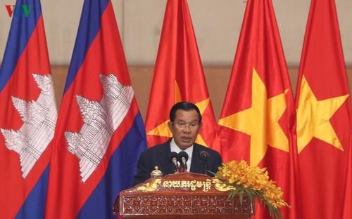 Thủ tướng Campuchia đón Tết Nguyên đán cùng cộng đồng người Việt - ảnh 1