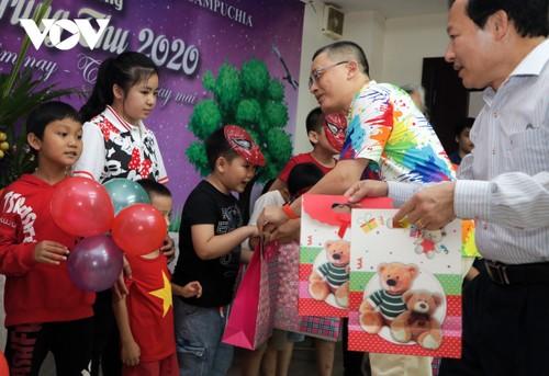 Trẻ em Việt Nam tại Campuchia rộn rã đón Tết Trung thu - ảnh 1