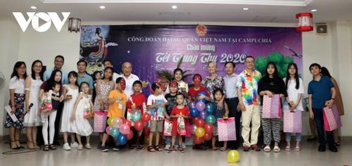 Trẻ em Việt Nam tại Campuchia rộn rã đón Tết Trung thu - ảnh 2