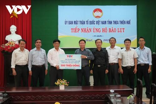 Đài TNVN trao 400 triệu đồng hỗ trợ đồng bào vùng lũ 2 tỉnh Quảng Trị, Thừa Thiên Huế  - ảnh 1