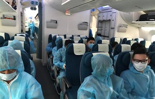 Đưa gần 450 công dân Việt Nam từ Hàn Quốc về nước - ảnh 1