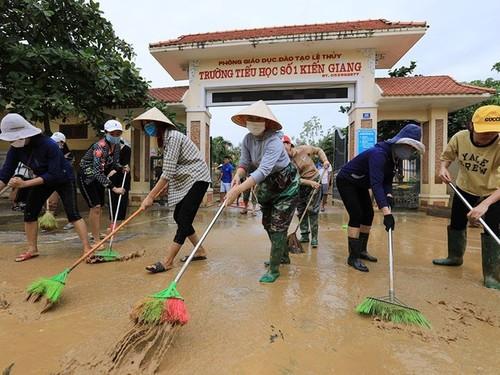 Miền Trung vừa khắc phục hậu quả mưa lũ, vừa chống bão Molave - ảnh 1