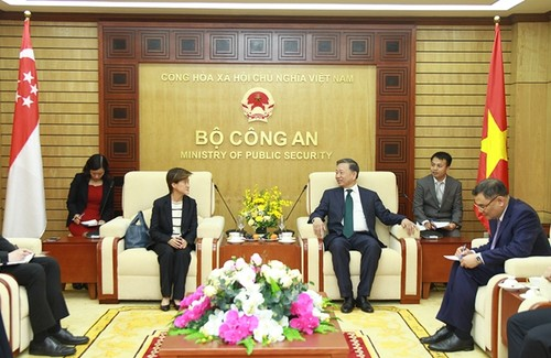 Bộ trưởng Bộ Công an Tô Lâm tiếp Đại sứ Singapore tại Việt Nam - ảnh 1