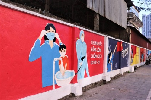 Những bức bích họa tuyên truyền phòng, chống dịch COVID-19 phủ khắp Hà Nội - ảnh 1