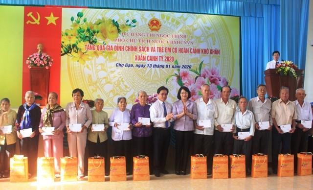 Vicemandataria vietnamita continúa con trabajo de apoyo a compatriotas necesitados en zona sureña - ảnh 1