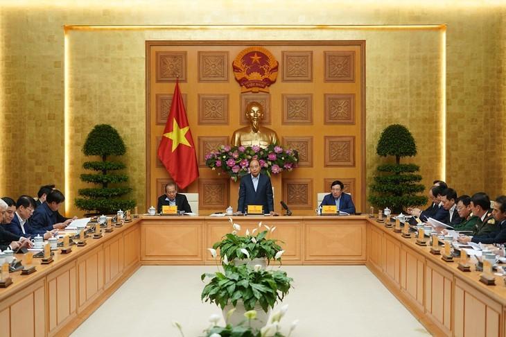 Jefe del Gobierno vietnamita pide medidas más categóricas contra el Covid-19 - ảnh 1