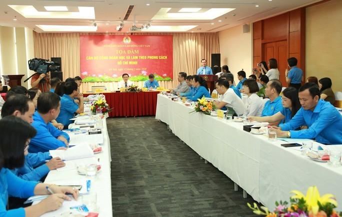 Sindicato vietnamita enaltece el ejemplo moral del presidente Ho Chi Minh - ảnh 1