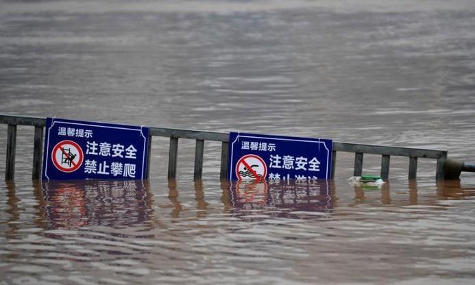 Dirigentes de Vietnam muestran empatía con víctimas de torrentes en China - ảnh 1