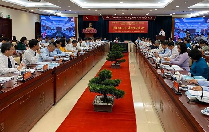 Comité del Partido Comunista de Ciudad Ho Chi Minh aborda tareas de desarrollo socioeconómico de 2020 - ảnh 1