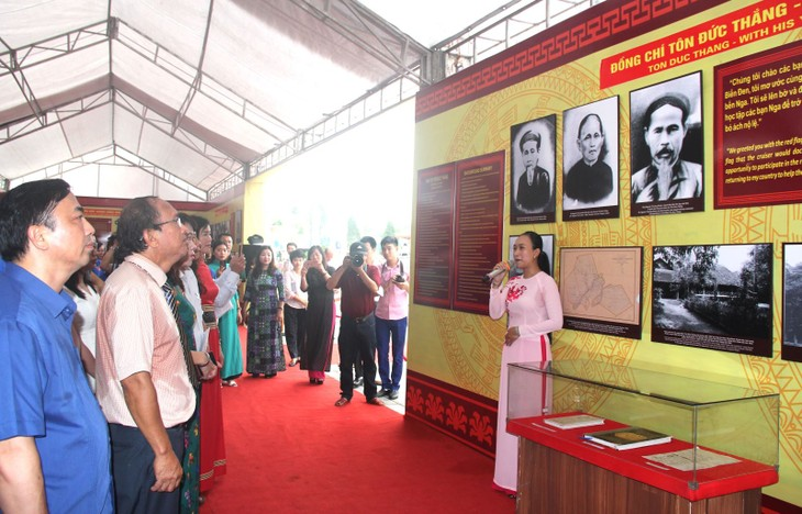 Inauguran exposición sobre los aportes del presidente Ton Duc Thang a la Revolución vietnamita - ảnh 1