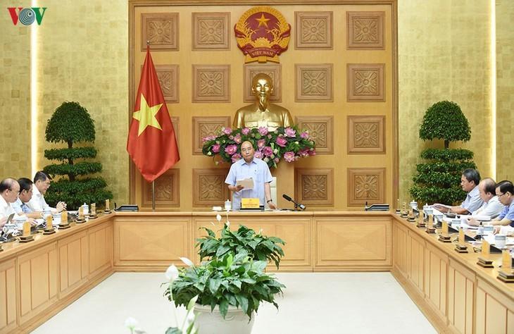 Jefe del Gobierno vietnamita alaba logros de la reestructuración bancaria - ảnh 1