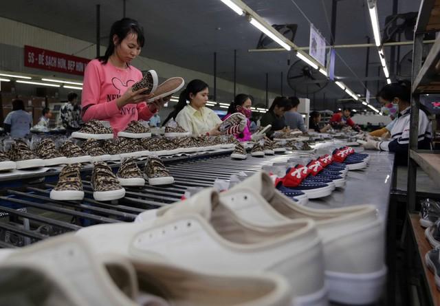 Sector empresarial de Vietnam incentivado en la lucha contra covid-19 - ảnh 1