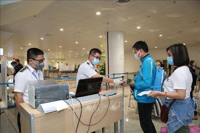 Localidades de Vietnam consolidan medidas contra el nuevo coronavirus - ảnh 1