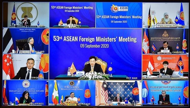 Vietnam contribuye a convertir la Asean en un modelo de cooperación regional contra el convid-19 - ảnh 1