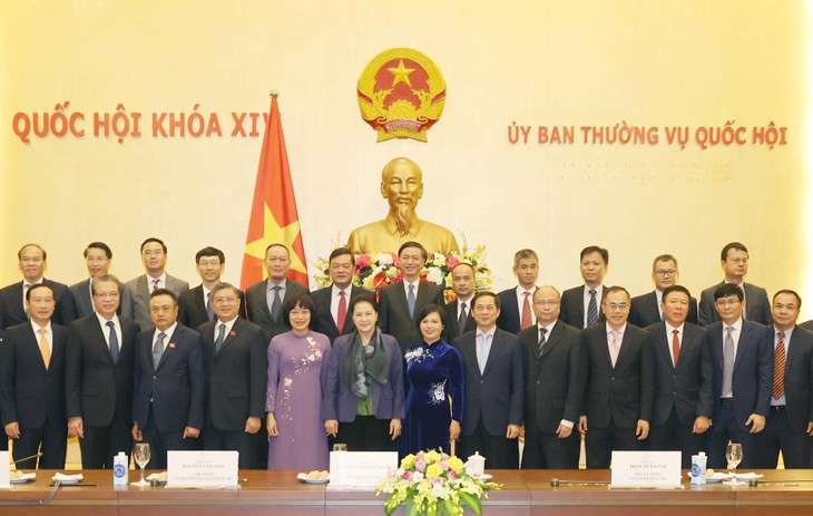 Líder del Parlamento vietnamita alienta a nuevos embajadores antes del desempeño de la misión en el exterior - ảnh 1