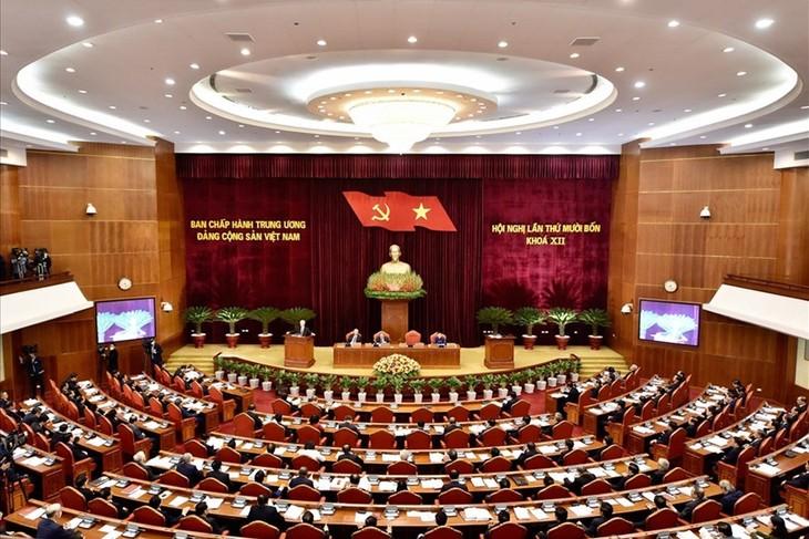 El XIV Pleno del Comité Central del Partido Comunista de Vietnam entra en la cuarta jornada de trabajo - ảnh 1