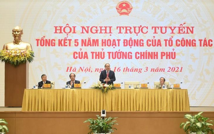 Evalúan el desempeño quinquenal del equipo de expertos del jefe del Gobierno vietnamita - ảnh 1