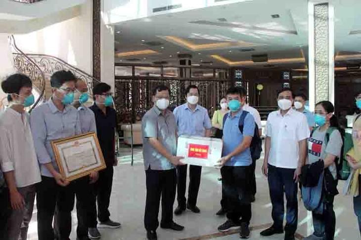 Vietnam registra más contagios mientras el equipo de médicos del Hospital Cho Ray cumple su misión en Bac Giang - ảnh 1