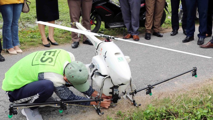 Aviones fumigadores no tripulados, una innovadora solución para la producción agrícola de Vietnam - ảnh 1